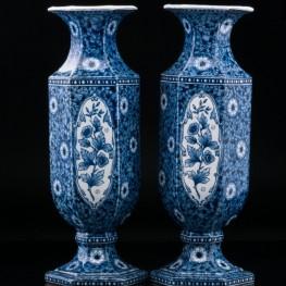 Две декоративные шестигранные синие вазы, Голландия,