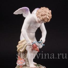 Фарфоровая статуэтка Купид, связывающий сердца, Meissen, Германия, кон. 19 - нач. 20 вв.