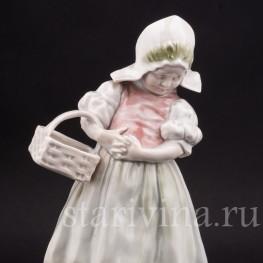 Статуэтка из фарфора Девочка с корзинкой, Германия, кон. 19 - нач. 20 вв.
